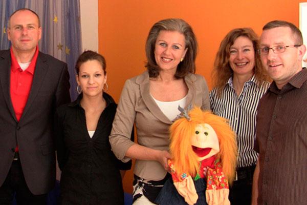 Landesrätin Patricia Zoller-Frischauf besucht Kinderschutzzentrum