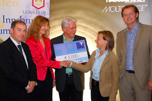 Scheckübergabe von Lions Club Innsbruck an den Kinderschutz