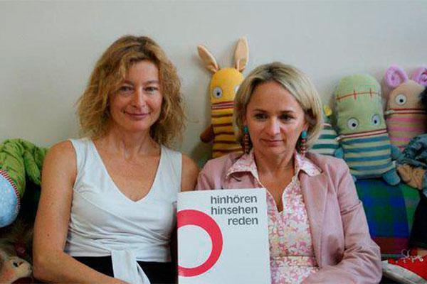 Karin Hüttemann und Bürgermeisterin Elisabeth Blanik wollen Kindern Solidarität bieten.