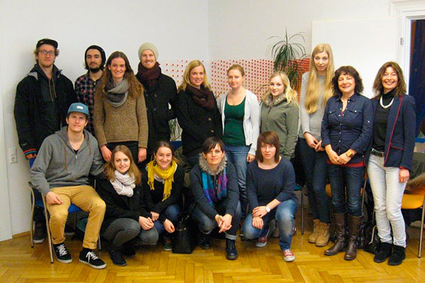 MCI StudentInnen mit dem Tiroler Kinderschutz im Gruppenfoto