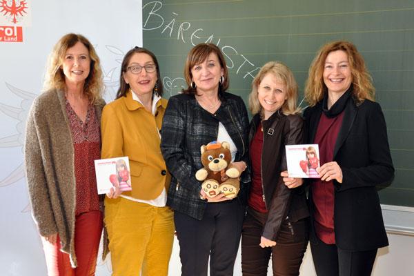 Gruppenfoto des kst und Beate Pallfrader und Christine Baur