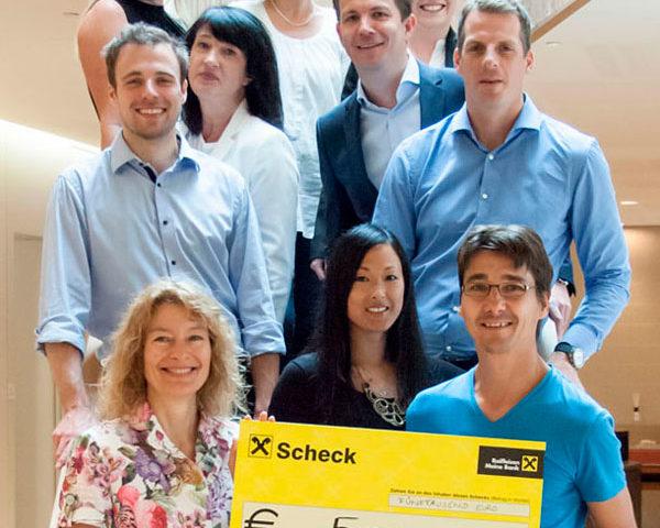 MitarbeiterInnen der Firma Signa Spenden an den Kinderschutz Tirol