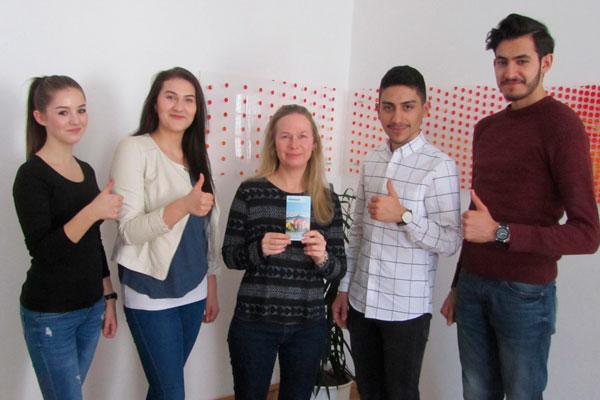 SchülerInnen der Bundeshandelsakademie organisierten eine Spendenaktion für den Kinderschutz im Inntalcenter
