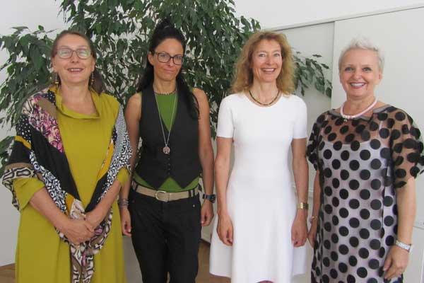 Die an der Pressekonferenz der Turntabel-WG Kufstein beteiligten Personen